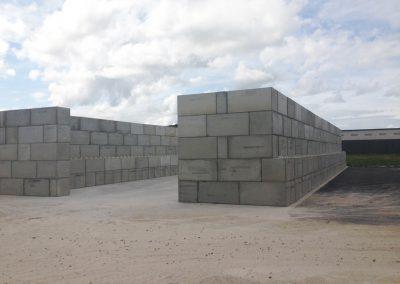Cellules de stockage - blocs bétons empilables - zone industrielle du Havre
